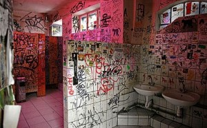 bathroom_graffiti_10